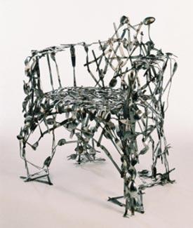 10 вдохновляющих произведений искусства из столовых приборов