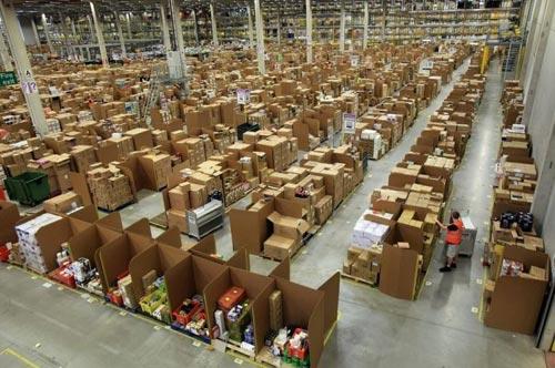 Взгляд изнутри на склад интернет-магазина Amazon