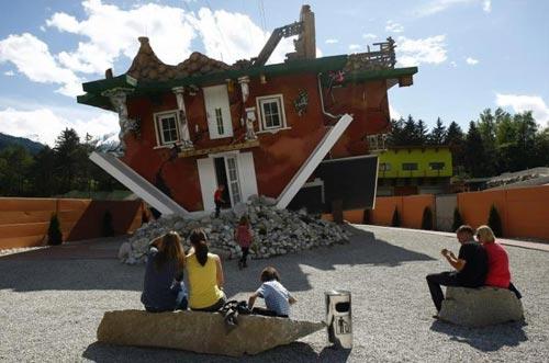 Перевернутый дом в Австрии