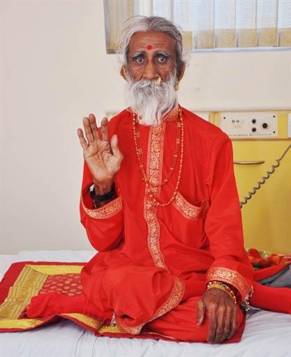 Прахлад Джани - более 60 лет без еды и воды