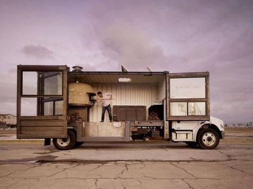 Необычная пиццерия на колесах