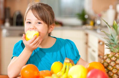 Как приучить ребенка кушать фрукты и овощи?